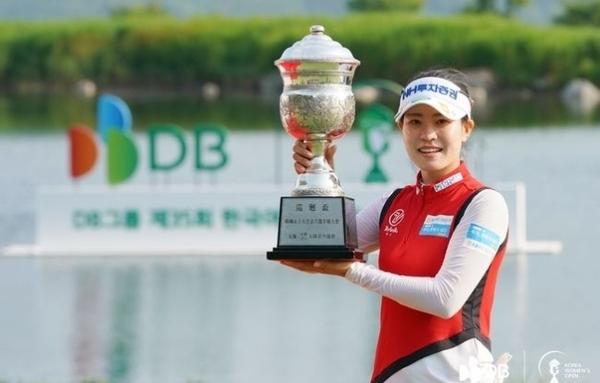 박민지, 파죽의 5승...KLPGA 한국여자오픈도 우승